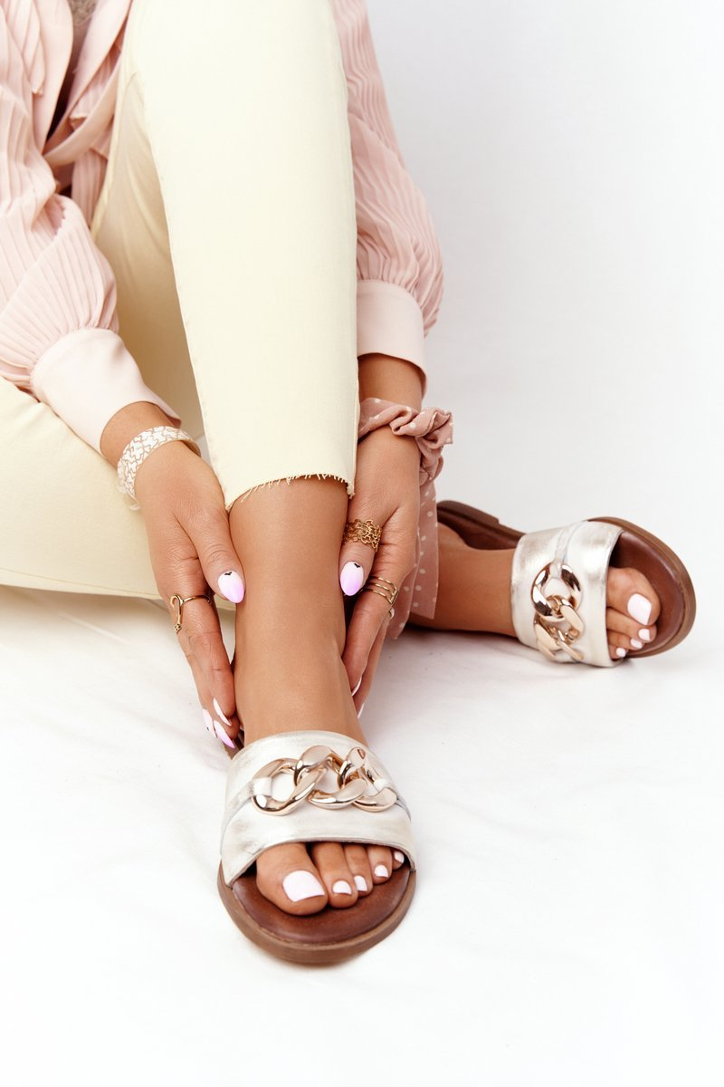 Leather Slippers With Chain Nicole 2652 Metallic White